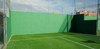 Principales diferencias al jugar al padel en pistas de muro